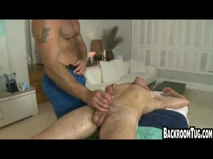 Guy gets massage then handjob and intense deepthroat