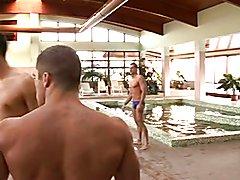 Chicos follando en la sauna.