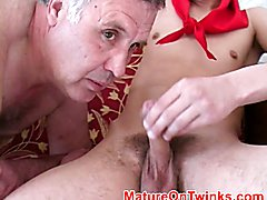 Fat mature man sucks tiwnks rod