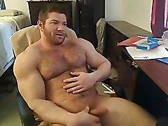 Body builder Ryan smith wanks solo