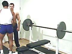 Allein oder zu zweit - Bodybuilder verwoehnen sich Teil 2