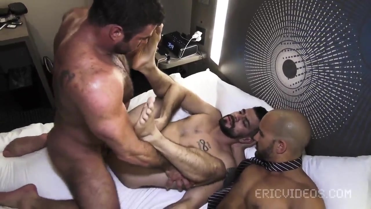 Raunchy Gay Bodybuilders Outdoor Fuck