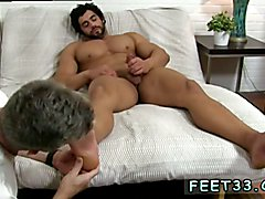 Alpha-Male Atlas Worshiped White slave licks black male