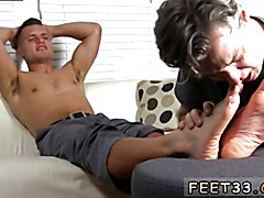 Gay twink get toe suck and daddy feet fetish boys Tommy Makes Tenant Worship His Feet