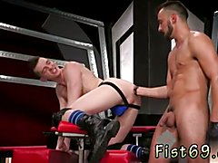 Gay military ass Sub hook-up pig, Axel Abysse crawls on hands and knees over to