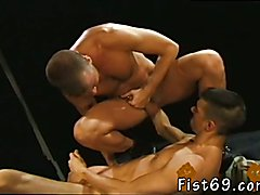Gay fist fuck addict first time Club Inferno's own Uber-bottom, Rick West opens the