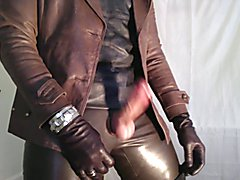 GLOVER1000 - brown leather gurl