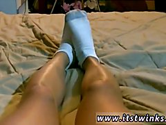 Teen filipino boy jerk and gay cubs twink He films his cute feet in a pair of plain