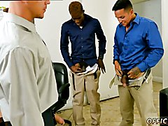 Mobile penis gay sex clip The crew that works together, pounds together