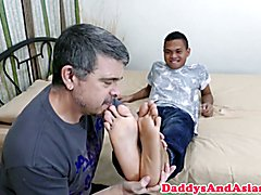 Toes sucking dilf breeded in ass by pinoy