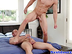 Straight hunk blows his load on muscular ass