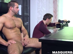 Middle senior gay helps a buffed hunk fuck off his chubby pecker