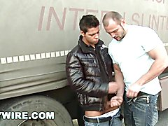 Gaywire - sporty lad fucks raw out in public (op9935)