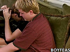 Teenage gays make out and blow each other before threeway anal