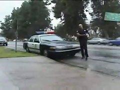 Policia follando con el detenido